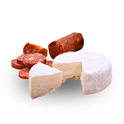 nakrájená klobása, sýr + pečivo
